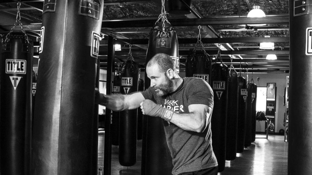 athlete-black-and-white-boxer-290416