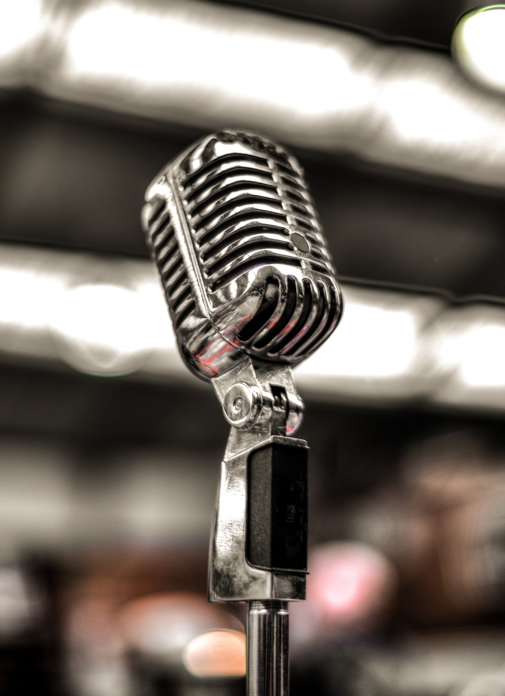 silver-colored-microphone-675960.jpg